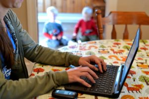 Mother writing resume with long employment gap due to child raising