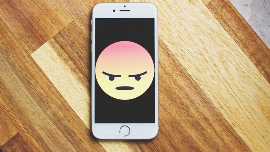 angry emoticon in a smartphone because of ripoff reviews